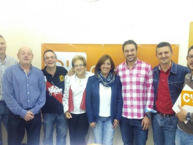 El subdelegat comarcal Mario Santacreu amb la nova executiva de Ciutadans