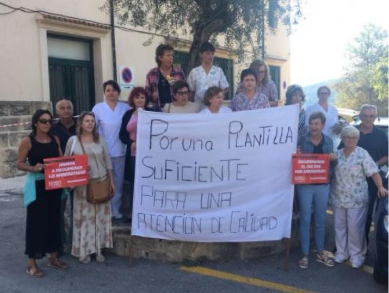 Concetració de treballadors de la residència, familiars i sindicat / Puri Auñón