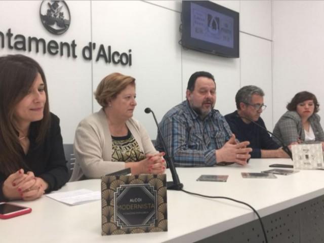 Lorena Zamorano, Ana Cristina Domínguez, Rafa Sempere, Pep Jordà i Neus úbeda en la presentació del CD / AM