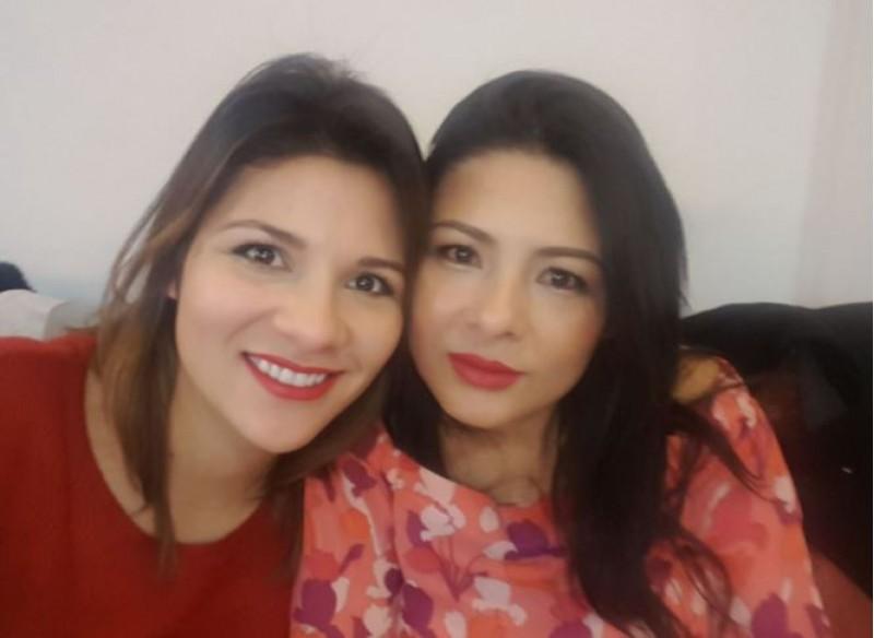 Laura i Yoli, ambdues germanes de Víctor, estigueren al Plenari Extraordinari de Benilloba / Foto cedida per la familia