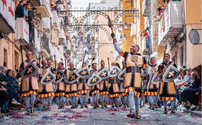 Un periòdic Neerlandés dedica un reportatge a les Festes de Moros i Cristians d'Alcoi / nrc