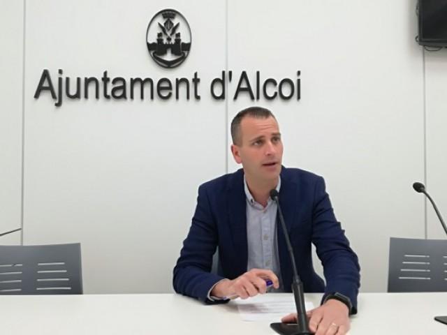 El regidor d'esports, Alberto Belda, explica les novetats en el projecte