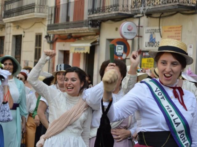 Recreació de la manifestació sufragista / R. Lledó