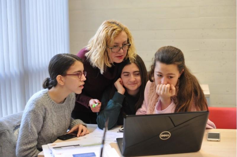 Xiquets entre 10 i 18 anys participen en l'edició valenciana del Technovation Challenge en la UPV / UPV