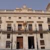 Imatge d'arxiu. La façana de l'Ajuntament amb la bandera de l'orgull, l'any 2012/AM