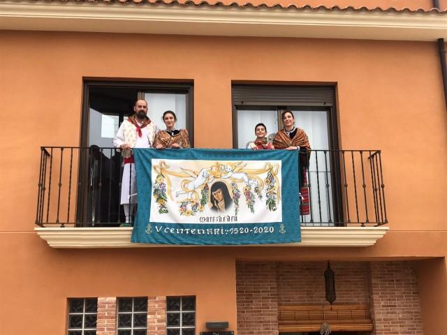 El xiquet Pablo Jordà Torró, Conde d'aquest any, amb la seua família./ AM
