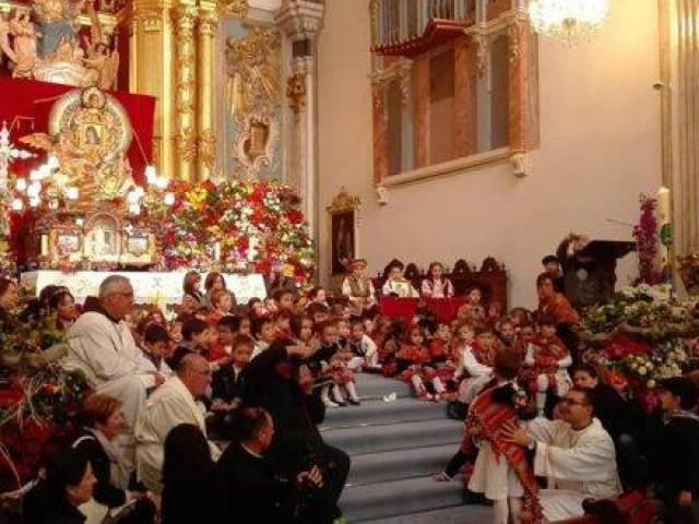 Ofrena a la Mare de Déu del Miracle./ Facebook de la Pía Unión.