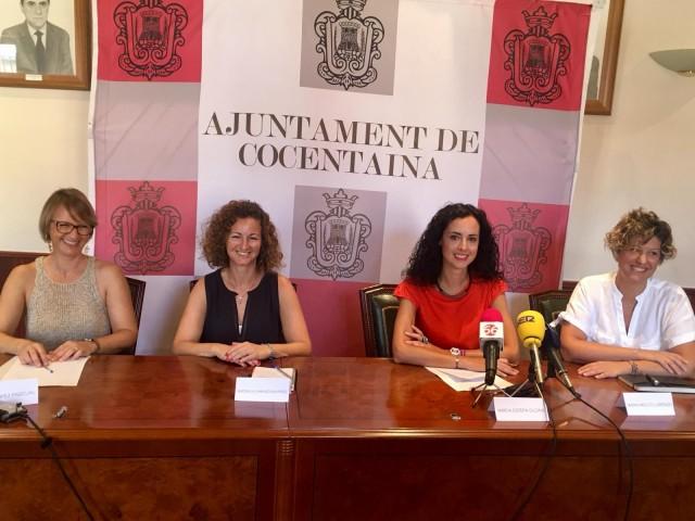 L'alcaldessa de Cocentaina, Mireia Estepa, envoltada per les encarregades de 'Temps de dones'/AM
