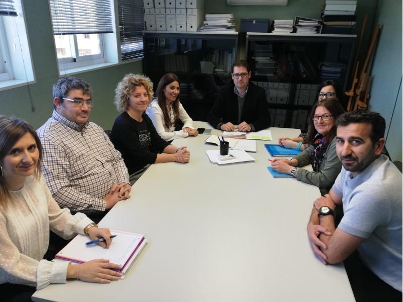 Foto de la reunió amb Garcia i l'AMPA