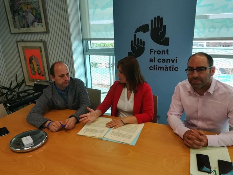 Firma del conveni amb Joan Piquer (director general de Canvi Climàtic), Isabel López (presidenta del Consorci) i  Pablo Martínez (gerent del Consorci)