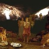 Recreació de com es vivia a la cova de l'or. Imatge del Museu de Prehistòria de València