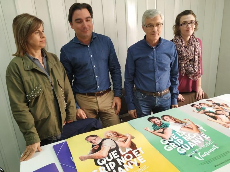 José Fenollar presenta la campanya actual de la Grip. A l'esquerra de la imatge Begoña Jover, directora d'infermeria; i Rafael Vázquez, director d'Atenció Primària.