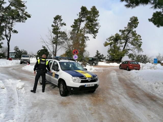 La Policia Local actua en la carretera d'accés a la Font Roja